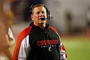 Head coach Brian Kelly of the Cincinnati Bearcats