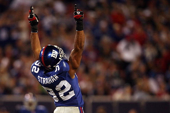 Michael Strahan #92 of the New York Giants
