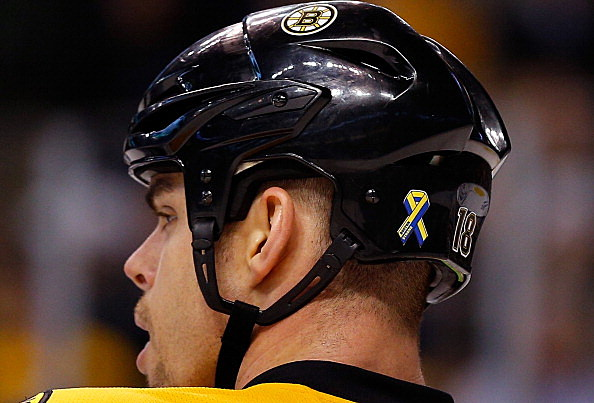 Nathan Horton, Boston Bruins, Boston Marathon Memorial Ribbon, Boston Bruins vs Buffalo Sabres, 04-17-2013