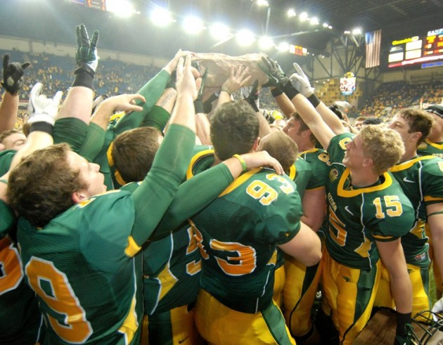 North Dakota State Bison Football ROAD TO PERFECTION 2013 Division ...
