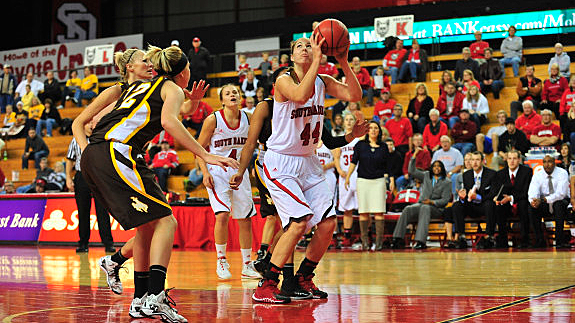 Lisa Loeffler, University of South Dakota Coyotes
