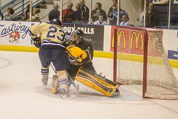 Ryan Schwalbe, Sioux Falls Stampoede and Kyle Hayton, Sioux City Musketeers, 03-28-2014